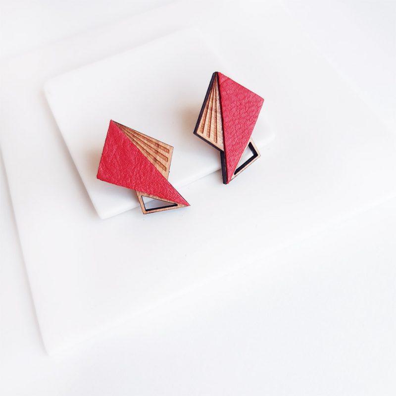 boucles d'oreilles en bois Lila coloris rouge en cuir ou simili cuir