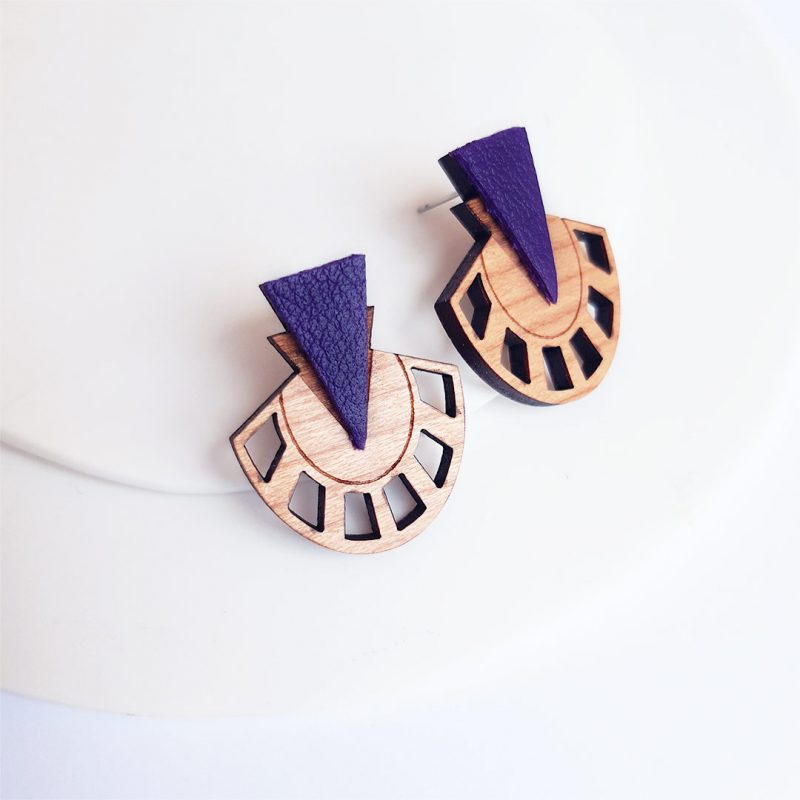 boucles d'oreilles en bois et cuir upcyclé coloris lavande modèle PALMIER