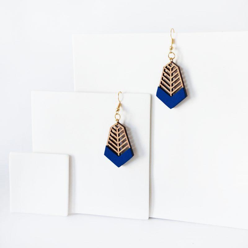 bijoux en bois découpé et gravé au laser MARTHO FANTAISISTE cuir upcyclé bleu roi