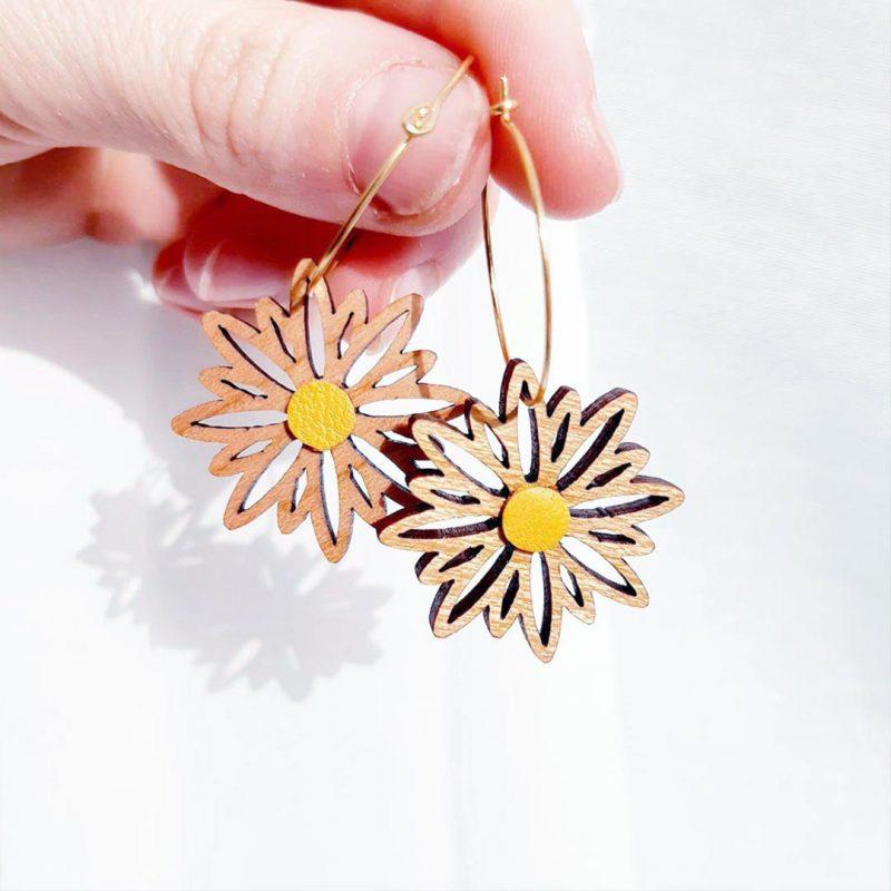 boucles d'oreilles en bois et cuir upcyclé MARTHO bijoux en bois bijoux fleuri créole doré
