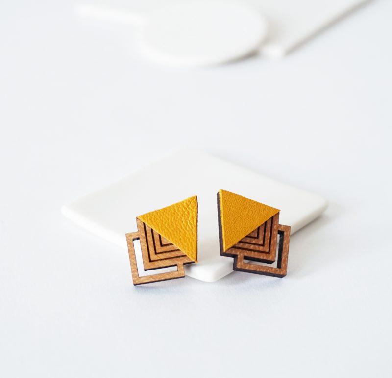 oucles d'oreilles en bois et cuir upcyclé jaune HIBIS Martho