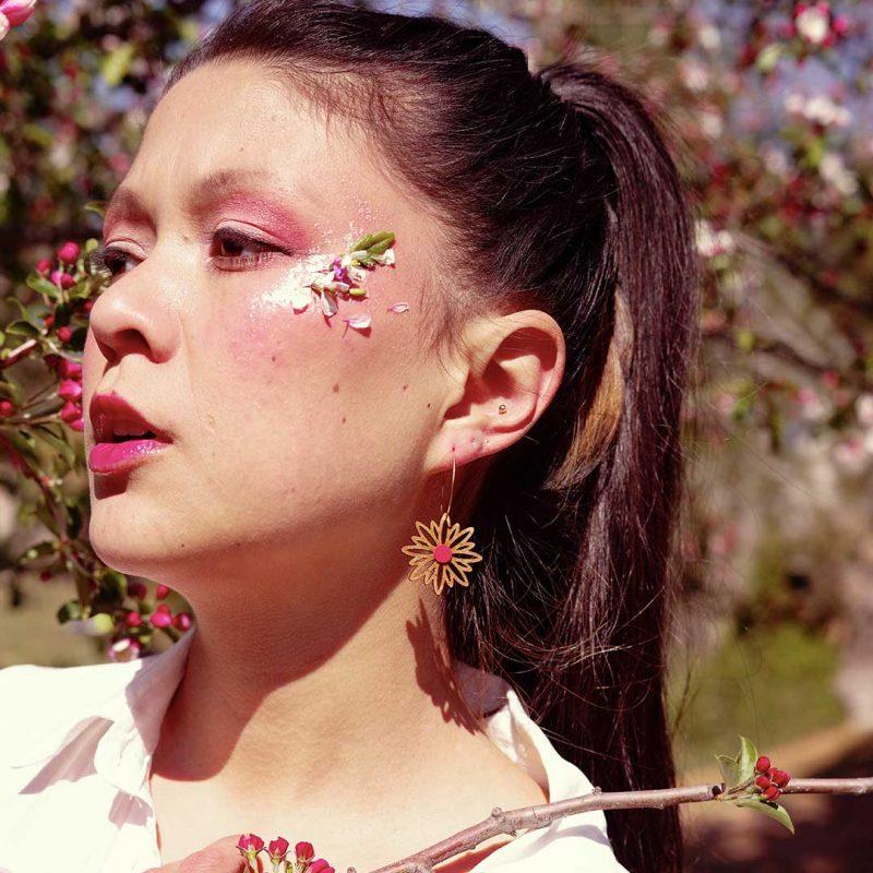 boucles d'oreilles en bois et cuir upcyclé bijoux en forme de fleur MARTHO