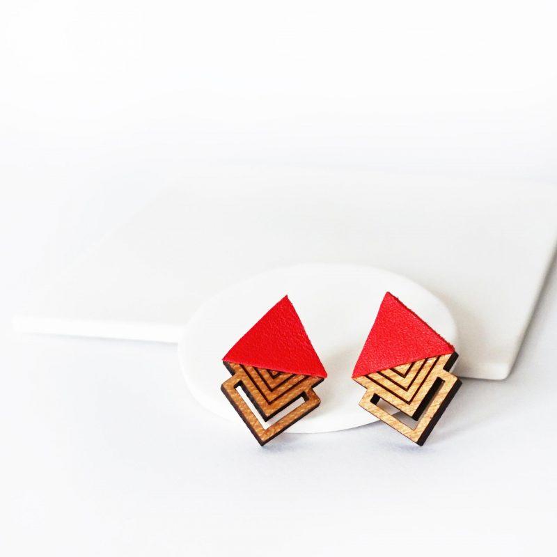 oucles d'oreilles en bois et cuir upcyclé rouge HIBIS Martho