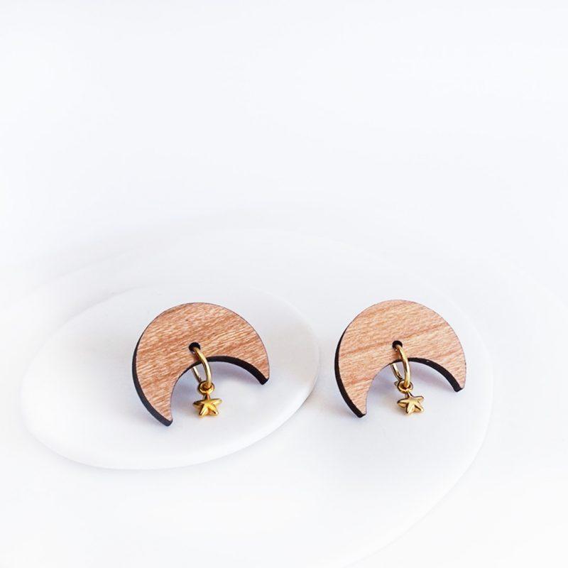 boucles d'oreilles en bois MARTHO en forme de lune