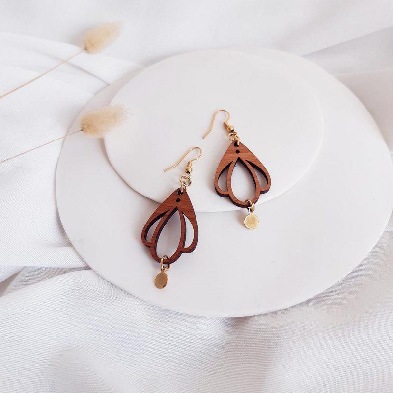 boucles d'oreilles en bois et métal en forme de fleur CHAMPETRE fait par Martho