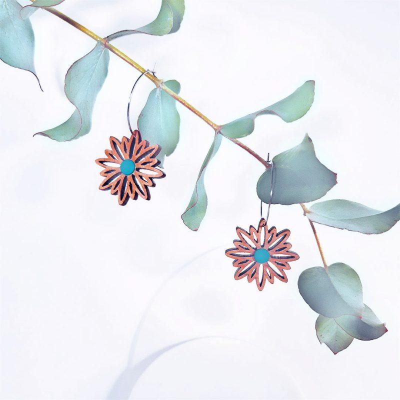 boucles d'oreilles en bois MARTHO bijoux en bois forme de fleur et créole en acier ASTERAL cuir turquoise