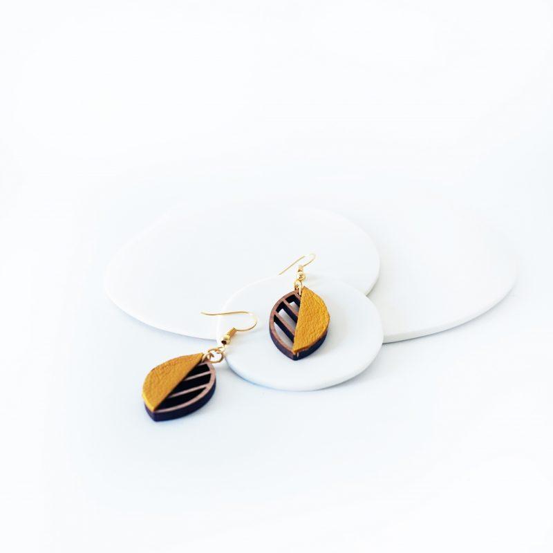 boucles d'oreilles en bois bijoux en bois Martho HERBORISTE cuir upcyclé jaune