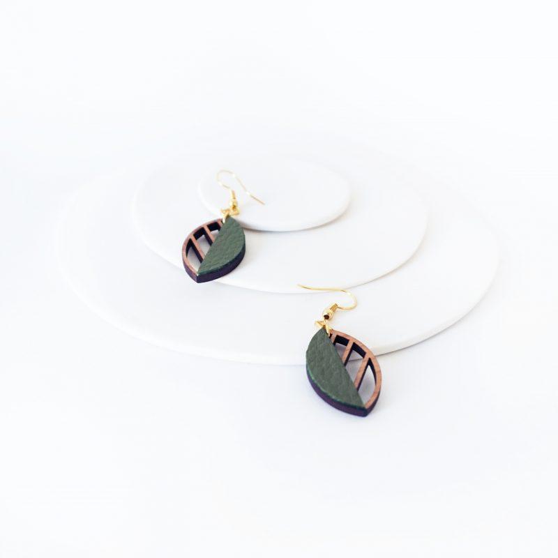 boucles d'oreilles en bois bijoux en bois Martho HERBORISTE cuir cupcyclé kaki