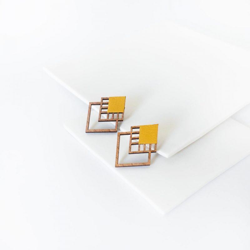 bijoux en bois découpé et gravé au laser MARTHO RUBIKS cuir upcyclé jaune
