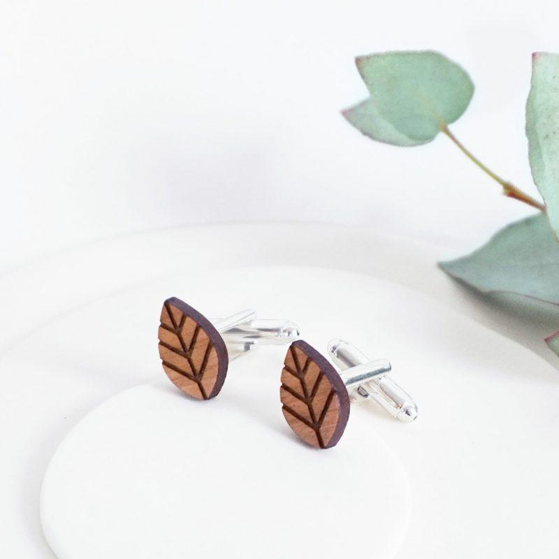 boutons de manchette en bois de cerisier découpé et gravé au laser MARTHO