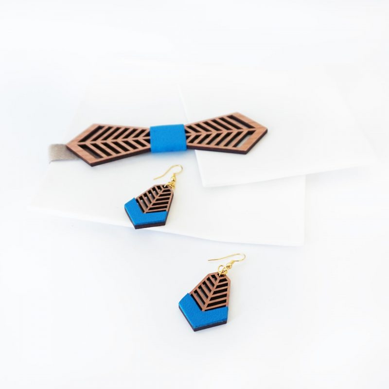 bijoux en bois boucles d'oreilles en bois noeud papillon en bois FANTAISISTE MARTHO cuir upcyclé électrique