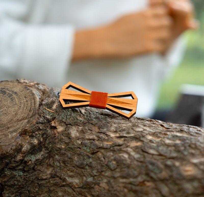 barrette en bois découpé et gravé au laser et cuir ou simili cuir MARTHO