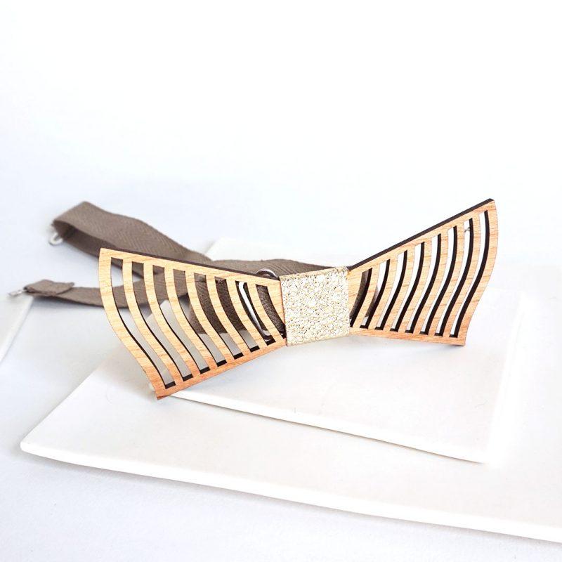 Nœud papillon en bois et cuir ou simili cuir upcyclé ultra graphique fait par MARTHO