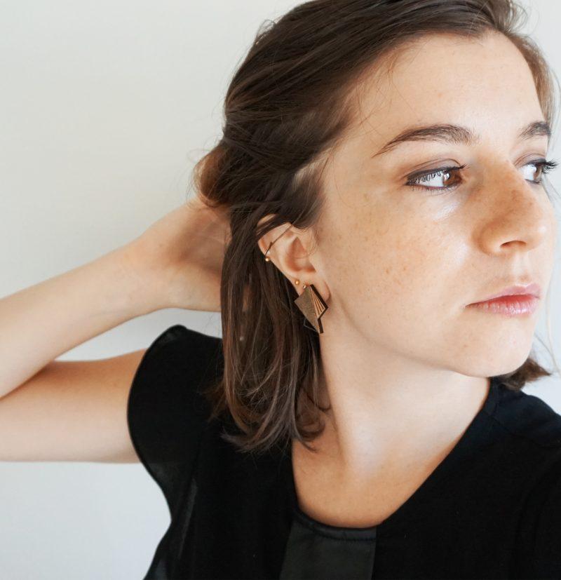 boucles d'oreilles en bois découpé et gravé au laser et cuir ou simili cuir upcyclé LILA Martho bronze