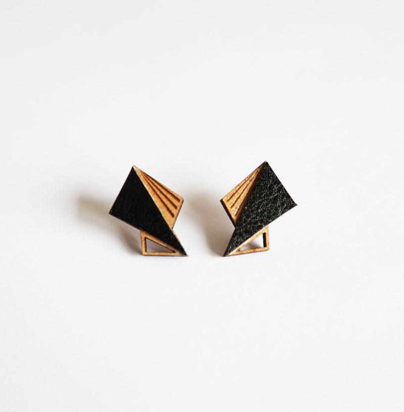 boucles d'oreilles en bois découpé et gravé au laser et cuir ou simili cuir upcyclé LILA Martho noir
