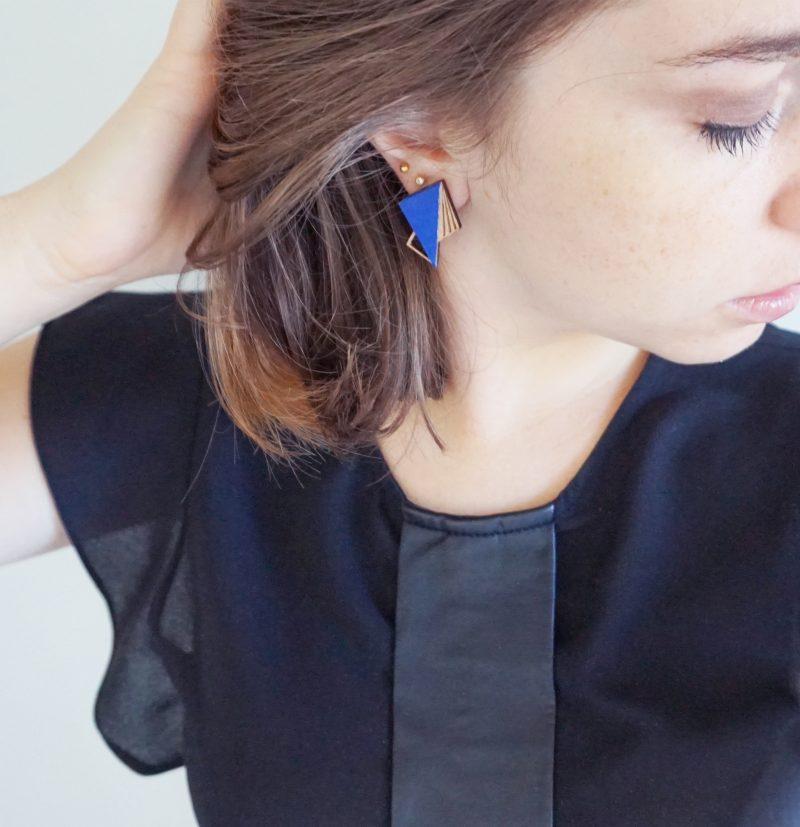 boucles d'oreilles en bois découpé et gravé au laser et cuir ou simili cuir upcyclé LILA Martho roi