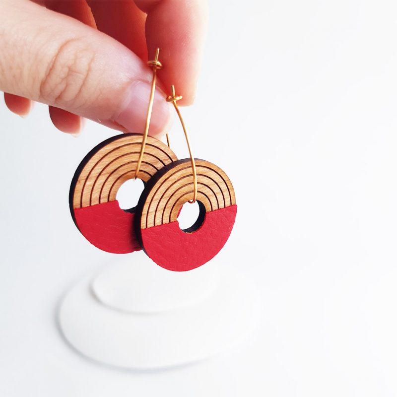 boucles d'oreilles en bois HORBIT 1 bijoux en bois et créole doré fait par MARTHO à Toulouse