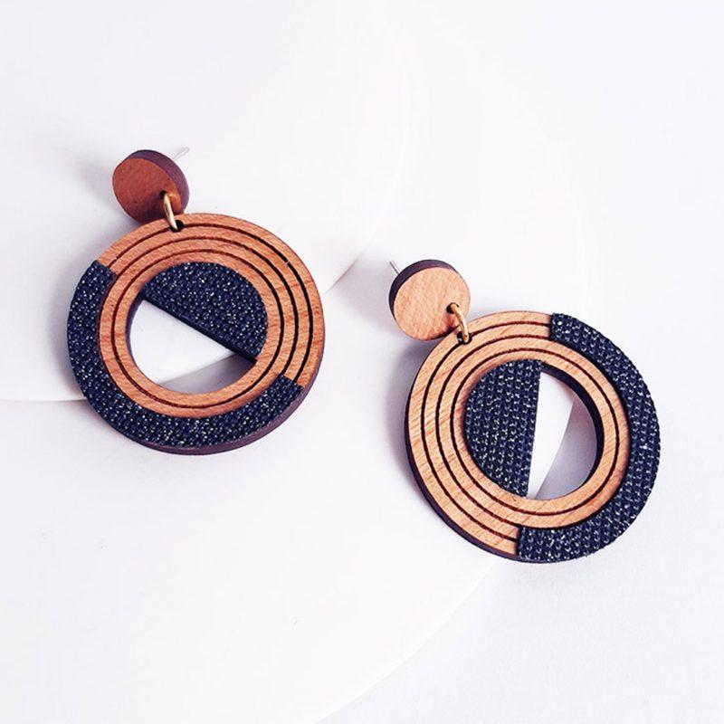 Boucles d'oreilles en bois et cuir ou simili cuir bijoux en bois cercle MARTHO HORBIT H3