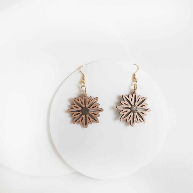 boucles d'oreilles en bois et cuir upcyclé paillette bijoux fleur ASTERAL 2